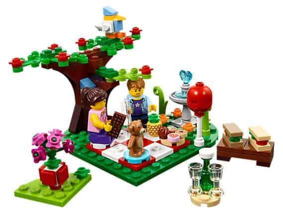 2017 Seasonal LEGO Set 40236 Romantic Valentines Picnic